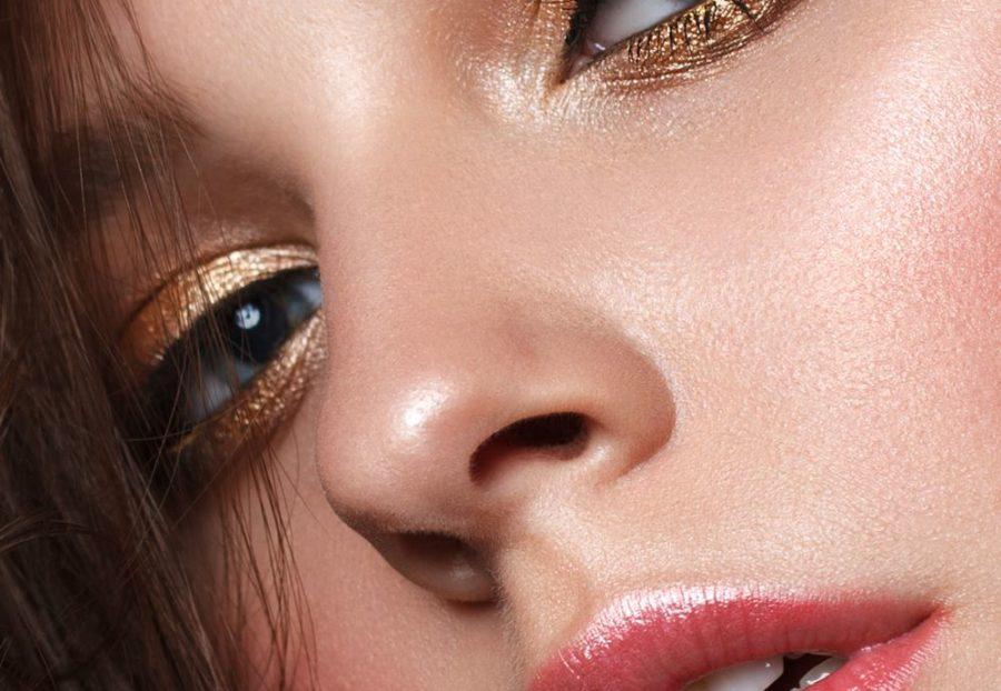 Goldfarbener Lidschatten steht besonders braunen Augen