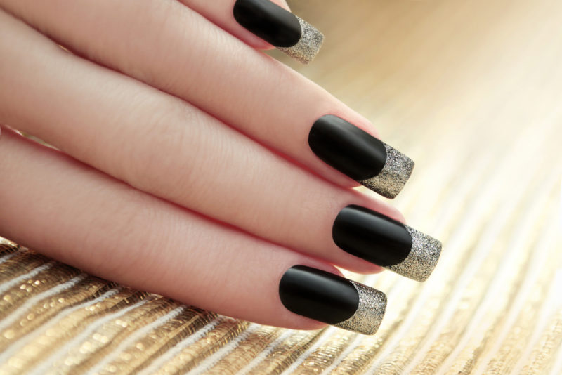 Schwarz Glitzer French Nails